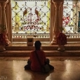 Comida gratis y meditación en templo Hare krishna.